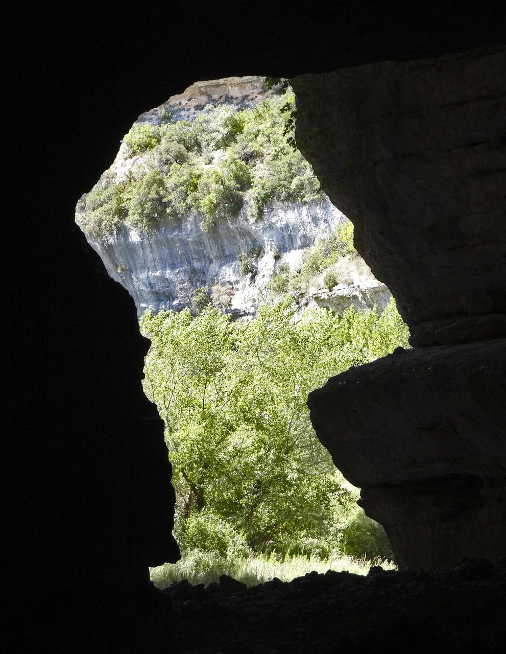 Qu'est ce que l'allégorie de la caverne selon Platon ?