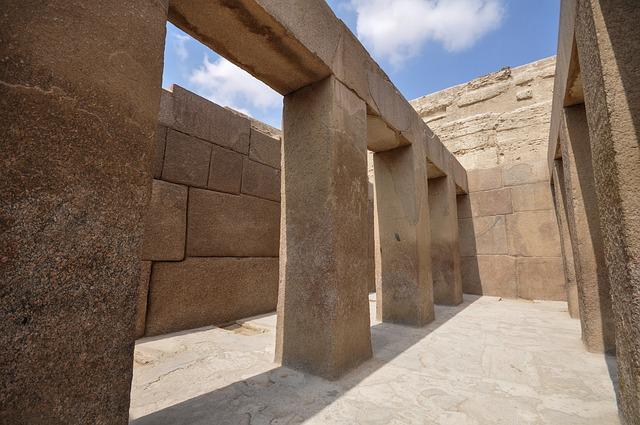 Labyrinthe pyramide d'Hawara en égypte