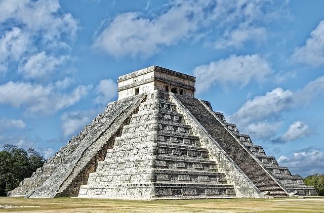 Les pyramides dans le monde, existe-t-il un lien entre des civilisations ?