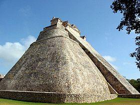 Autre pyramide rhomboïdale Pyramide, La pyramide Uxmal