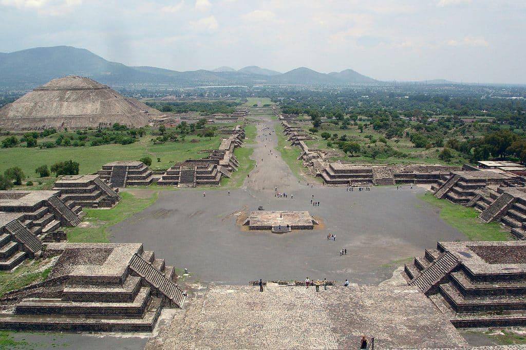 Vue de Teotihuacan depuis la pyramide de la lune