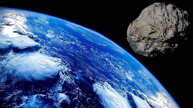 Comment réagir si un astéroïde menace d'entrer en collision avec la Terre?