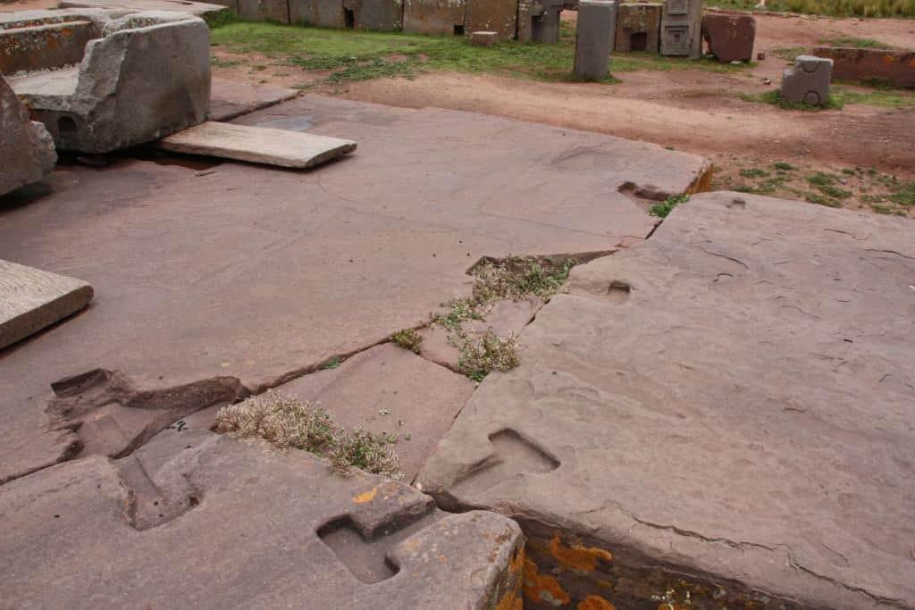 Le système d'agrafe ou crampon retrouvé a Puma Punku
