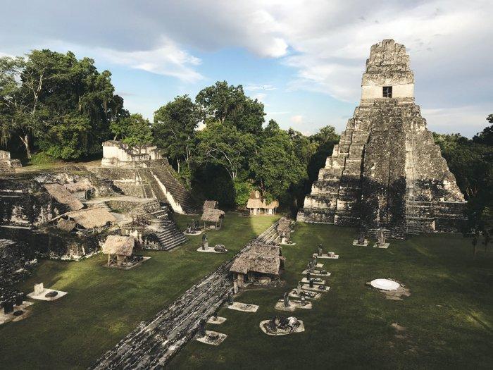 Cité de Tikal abandonnée par les Mayas