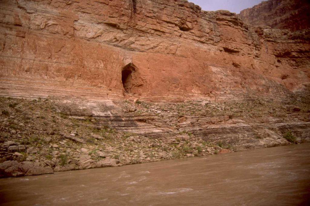Archéologie interdite, découvertes de tunnels le long du Colorado