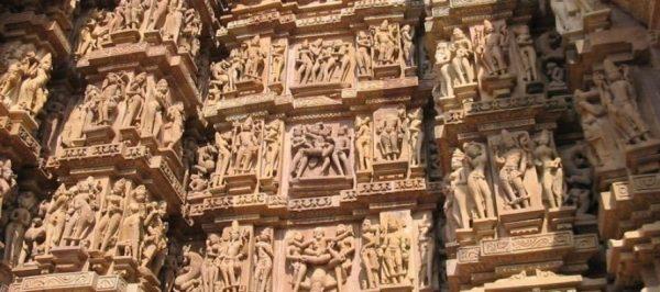 Sculpture représentant des scènes érotiques.