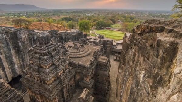 Kailasa, le temple sculpté à même la roche