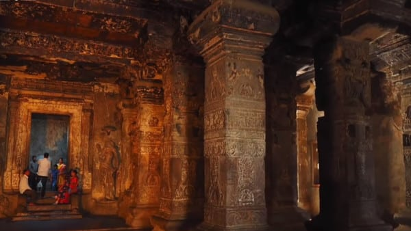 L'intérieur du temple Kailasa