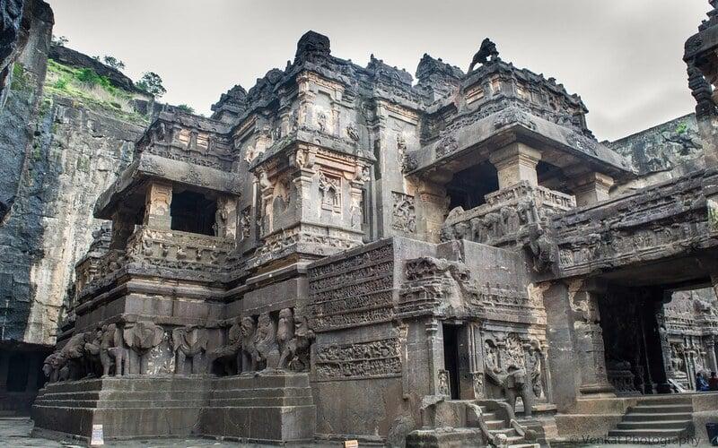 Temple Kailasa sculpté dans la roche