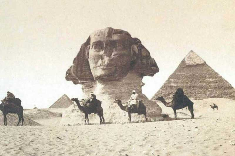 photo du sphinx enfoui dans le sable