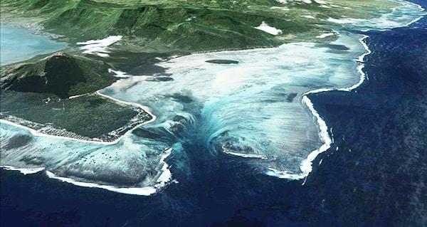 La cascade sous marine de l'île Maurice est une illusion d'optique, offrant un paysage sous marin unique.