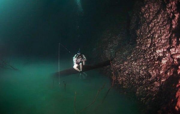 Une pêche dans la rivière sous-marine
