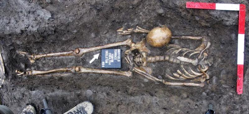 Découverte archéologique dévoilant des corps décapités