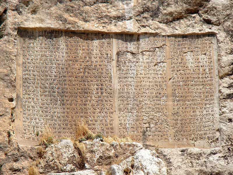 écriture cunéiforme sur tablette sumérienne
