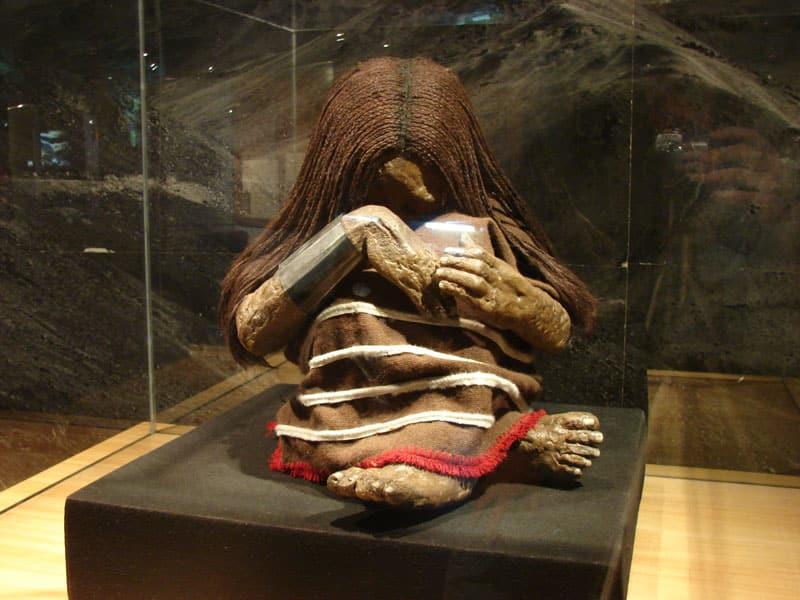 découverte archéologique d'enfants momifiés capa cocha