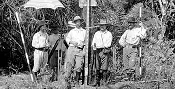 Percy Fawcett prêt de son camp de base en Amazonie.