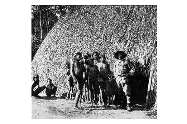 Percy Fawcett aux cotés d'indiens