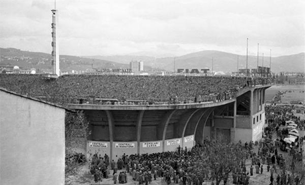 Stade de Florence, lieu d'apparition d'ovnis en 1954